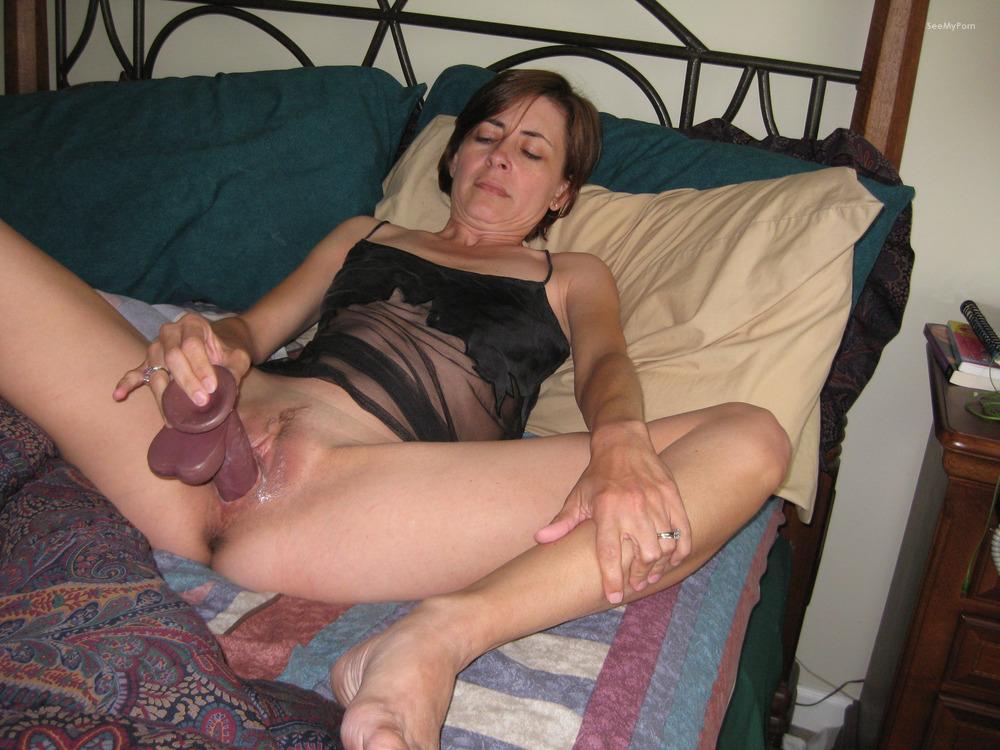 masturbiruyut-doma-zheni